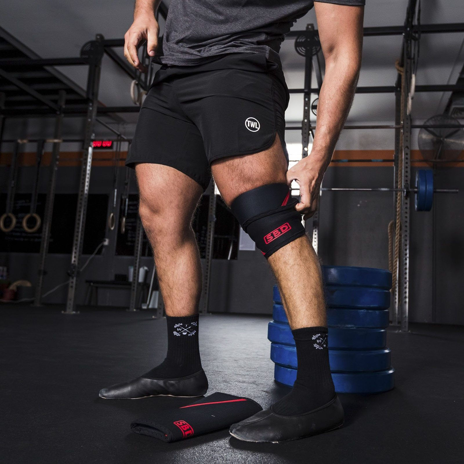 How to put on Performance Knee Sleeves